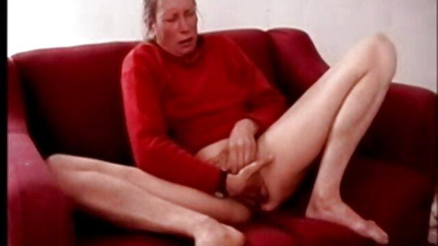 ¡La rubia ensilló el pene de un joven y se sexo hentay en español arrastró sobre él en diferentes poses durante mucho tiempo y con pasión! ¡La pareja follada caliente y profunda!