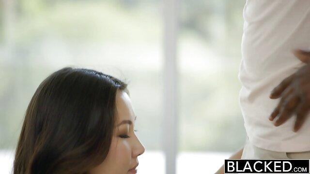 Una joven de cabello castaño, habiendo mostrado sus deseos sexuales obscenos a un chico caliente, se rinde completamente al poder de su pene gordo y con obsesiva insaciabilidad cumple todos los anime hentai manga español deseos sucios de este macho.