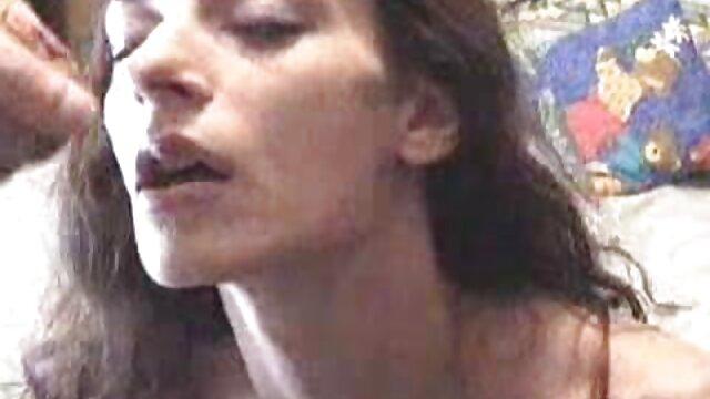 Una preciosa rubia mira porno, como una zorra chupa hentai sub español porno dos pollas y a ella misma no le importa estar en su lugar