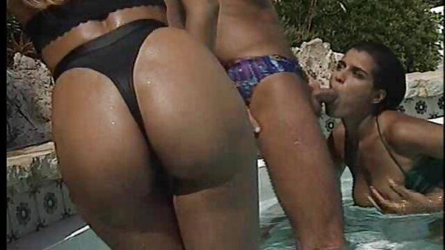 El tipo vertió esperma caliente en videos hentay xxx en español el rostro de la rubia.