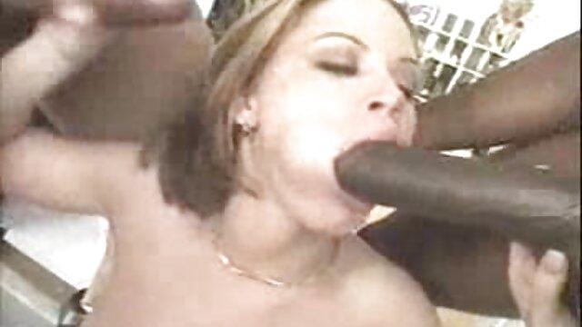 El tipo se folla las grandes tetas de una linda gentai porno en español rubia