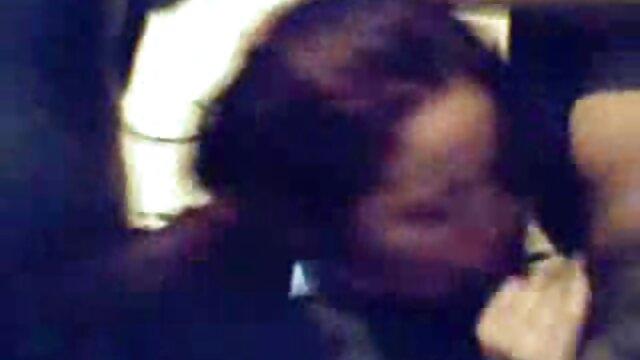 La guarra embarazada hentai infiel sub español enciende la cámara y folla con su marido