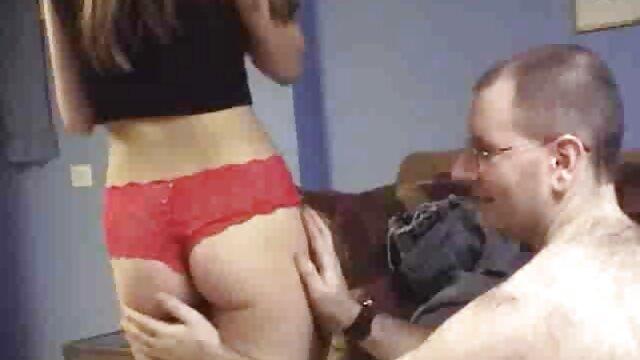 Se hentai español 3d folla a una chica y toma fotos por teléfono