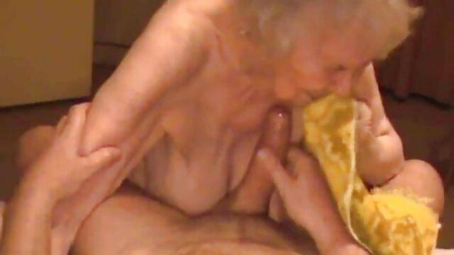 Una madura rubia experimentada se manga hentai en español de naruto puso preciosa lencería negra, aunque incluso sin ella, el pene del hombre es como una antena
