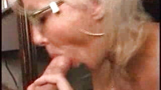 Madura rubia de coño peludo peliculas online hentai se acaricia ante la cámara